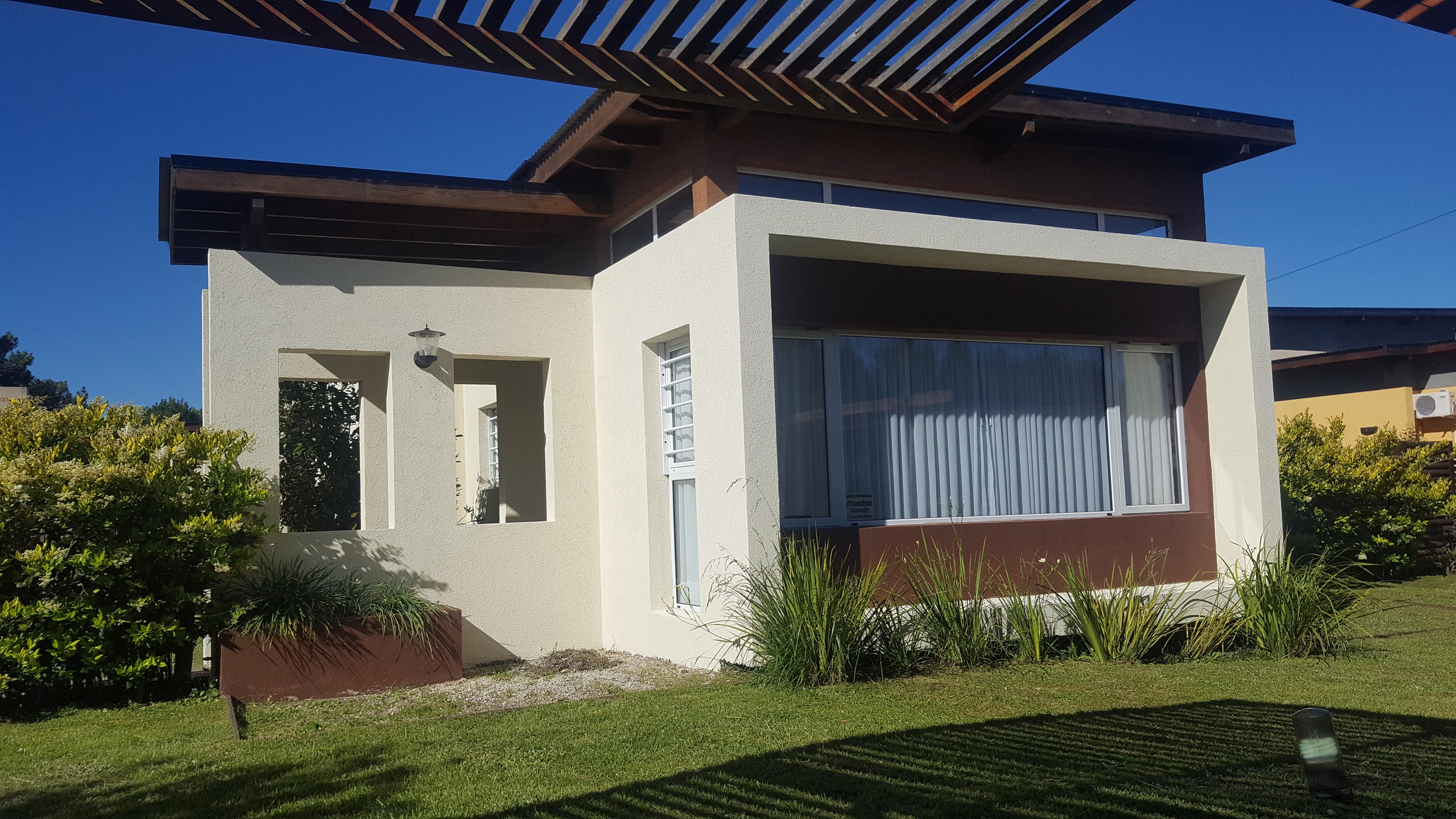 Casa 8 – de 3 ambientes c/piscina (4 mayores y 2 menores )